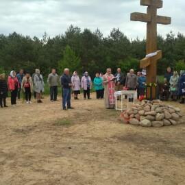 Освящение поклонного креста в д. Зиньки.